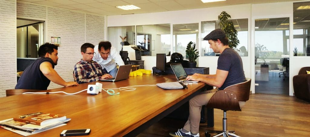 coworking-coworkers-collaboration