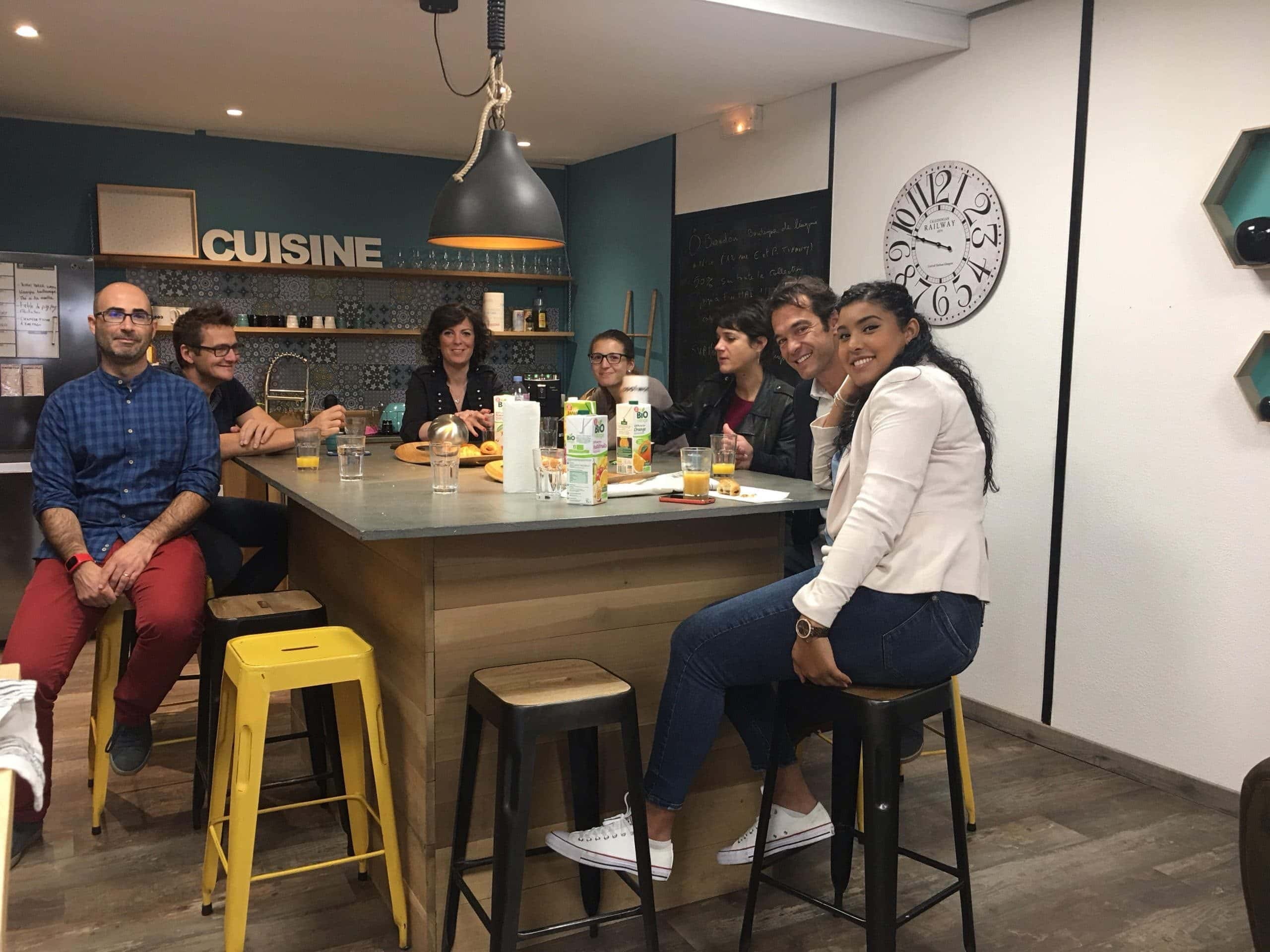 Last Thursday, people had their breakfast together at the kitchen of Coolwork